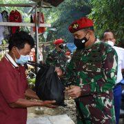 Peduli Masa PPKM, Kopassus Bagikan 2000 Paket Sembako ke Wilayah Desa Binaan